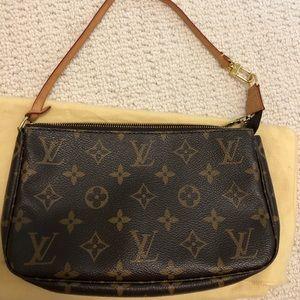 Louis Vuitton Pochette *Authentic*